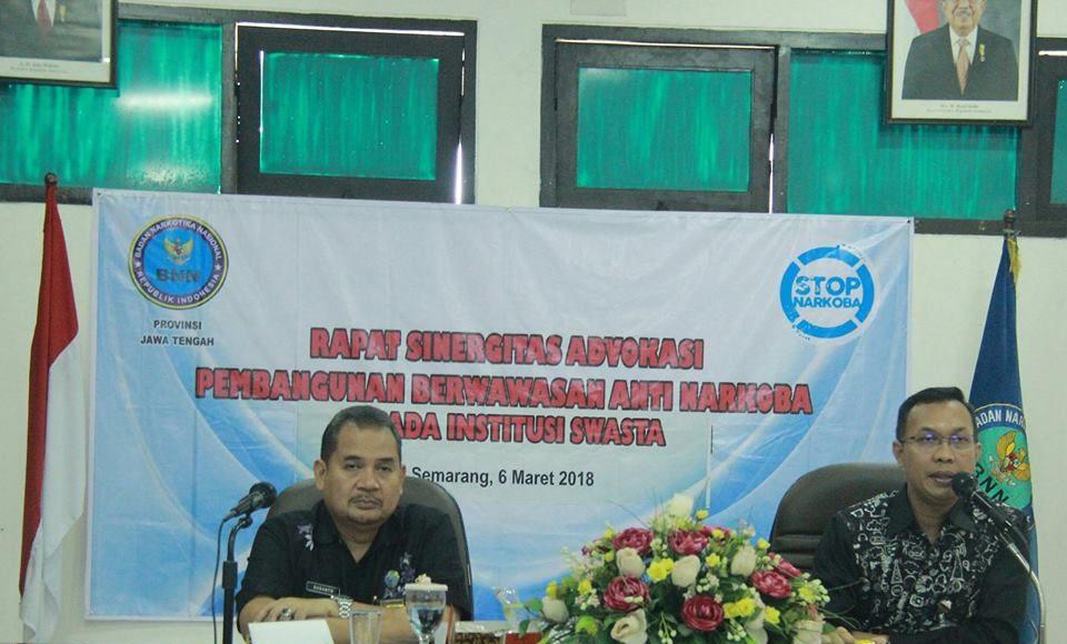 Komisioner KPID Jawa Tengah Sonakha Yuda Laksono (kanan) saat menghadiri Rapat Sinergitas bersama Badan Narkotika Nasional Provinsi (BNNP) Jawa Tengah, Selasa (6/3/2018).