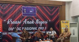 Wakil Ketua KPID Jawa Tengah, Asep Cuwantoro (kedua dari kanan) saat menghadiri dialog nasional Pro 3 RRI, Rabu (7/3/2018).