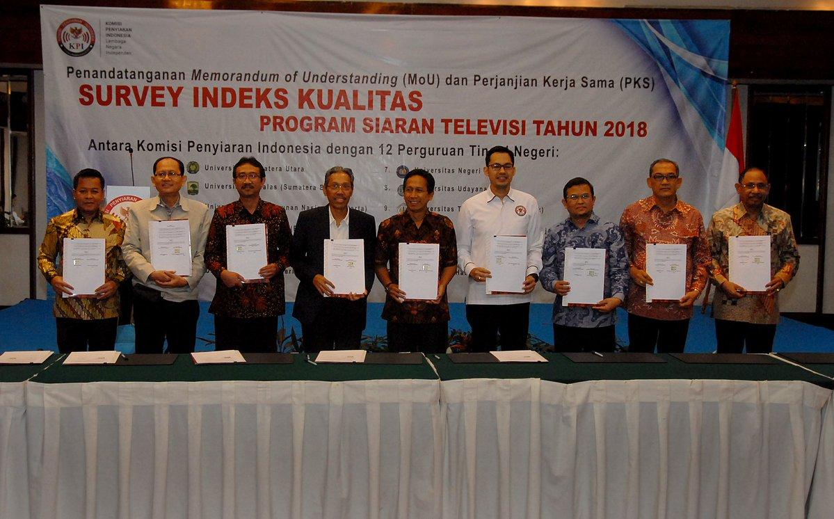 KPI Pusat dan 12 kampus di Indonesia menandatangani Perjanjian Kerjasama dan Memorandum of Understanding (MoU) terkait Survei Indeks Kualitas Penyiaran Televisi pada Senin 12 Maret 2018 di Jakarta.