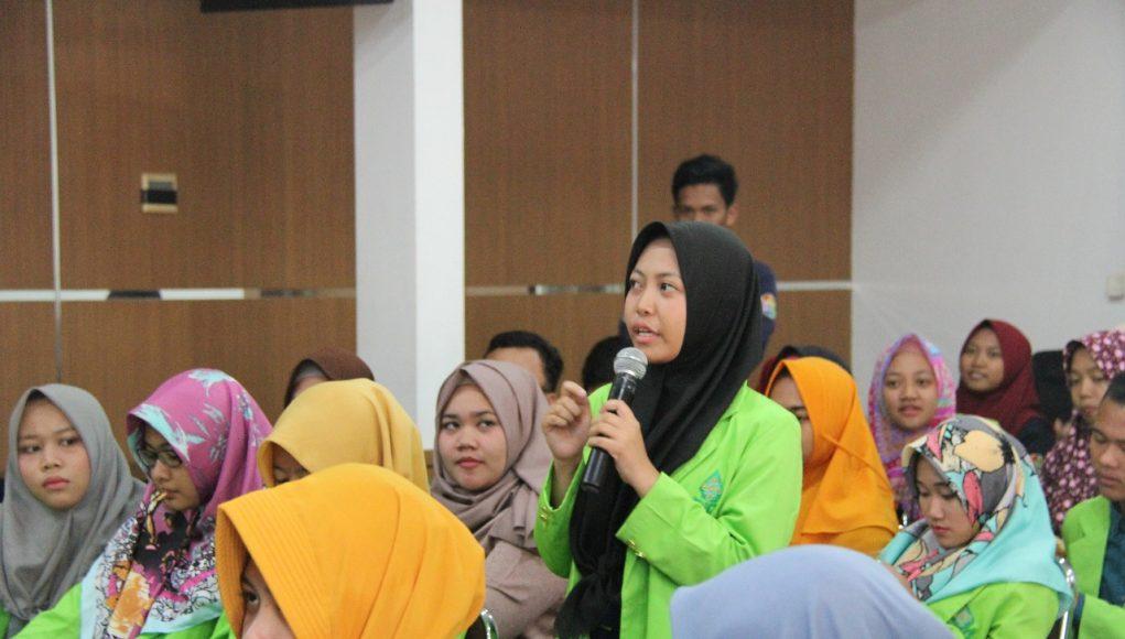 Mahasiswa Program Studi Komunikasi dan Penyiaran Islam (KPI) Fakultas Dakwah dan Komunikasi Universitas Islam Negeri (UIN) Walisongo Semarang berkunjung ke kantor KPID Jawa Tengah, Jumat (27/4/2018).