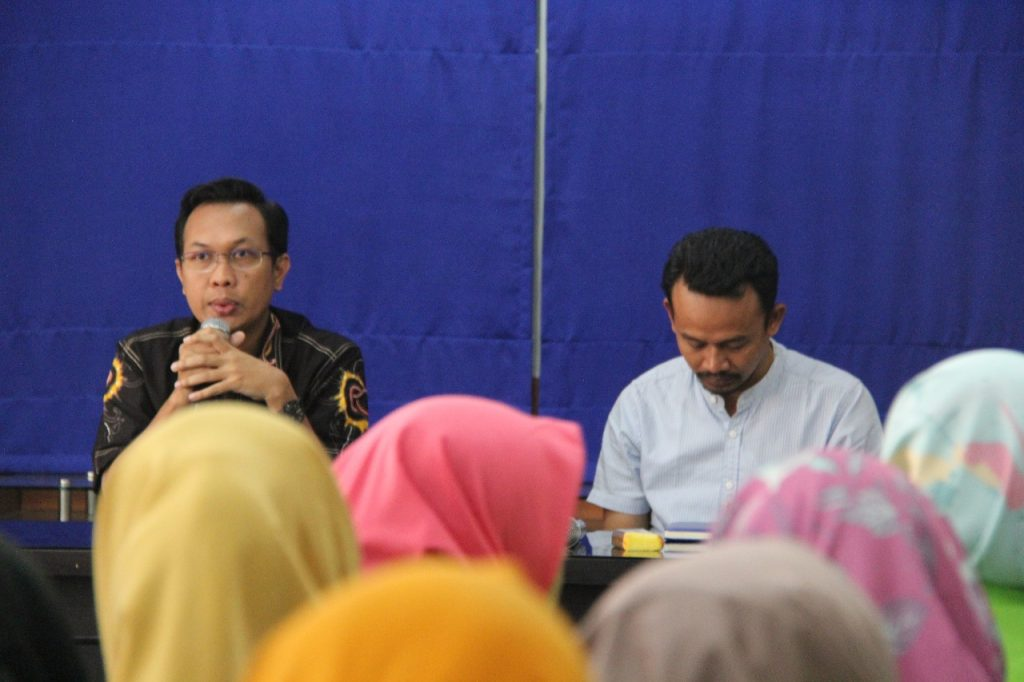Komisioner KPID Jawa Tengah Sonakha Yuda Laksono membeberkan peran KPID dalam penyelenggaraan penyiaran kepada mahasiswa UIN Walisongo.